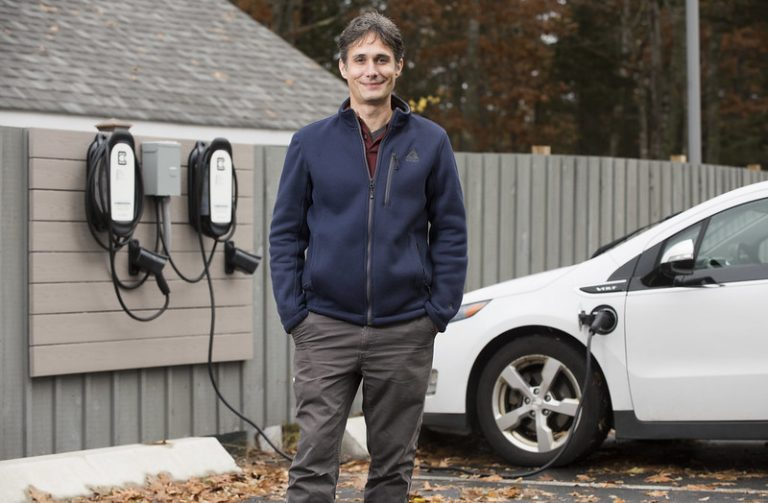 Electric Vehicle charging station installed at MDI Biological Laboratory as part of Downeast EV corridor